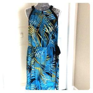 💙 Beautiful dress with keyhole 💙